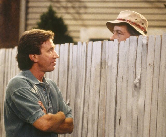 build fence next to neighbors fence